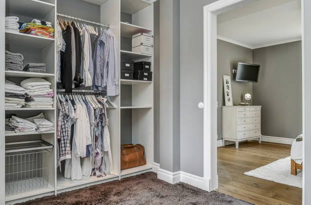 Walk in closet v rg rdahus v stmanland for Bedroom with ensuite and walk in wardrobe designs