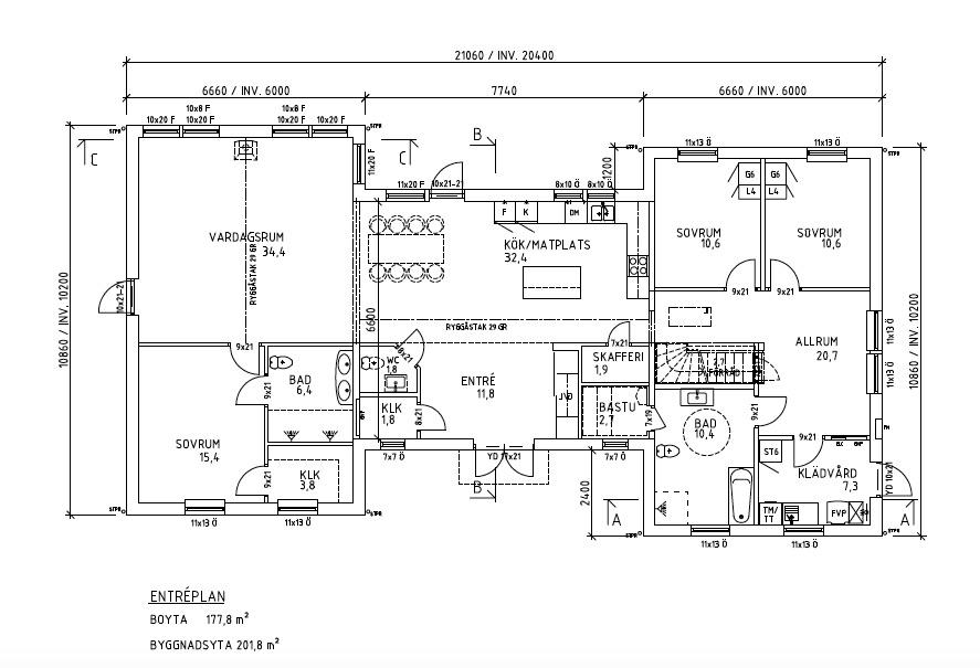 Säveholm kundanpassad planlösning med plats för matbord på 2,5 m, ena flygeln förberedd för övervåning.
