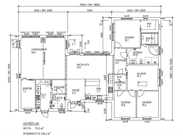 Planritning för dagens husleverans. Ett förstorat Villa Säveholm på hela xxx kvm. Stort badrum med bastu och köket flyttat till entrésidan för mer plats för matbord i köksdelen.