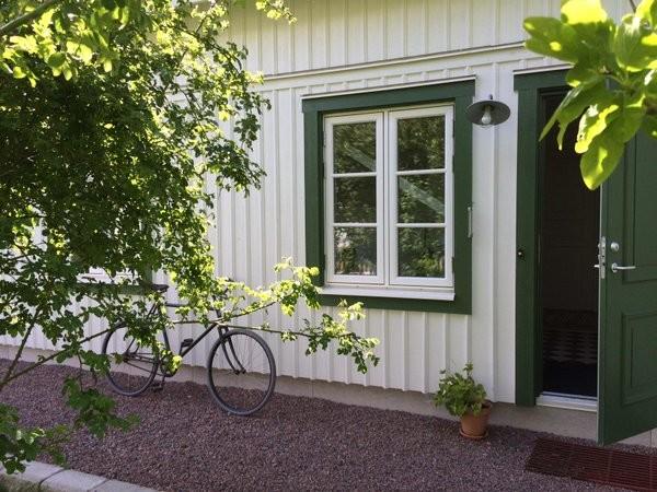Vårgårdahus vita lockläktpanel